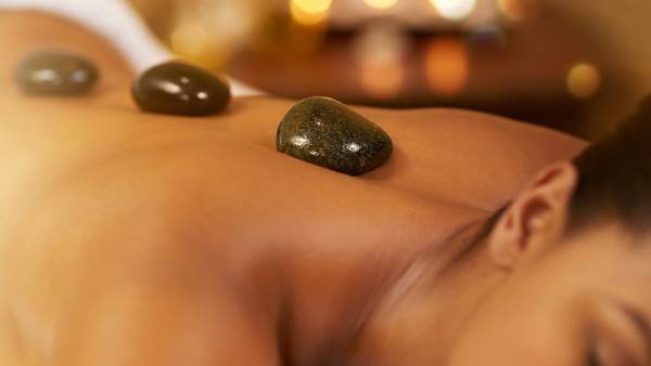 aw_hot-stone-massage_1280x720